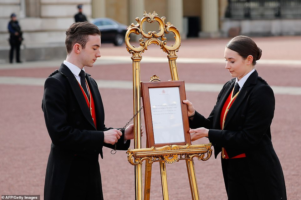 BUCKINGHAM PALACE  FORMALLY ANNOUNCE BABY SUSSEX WITH EASEL