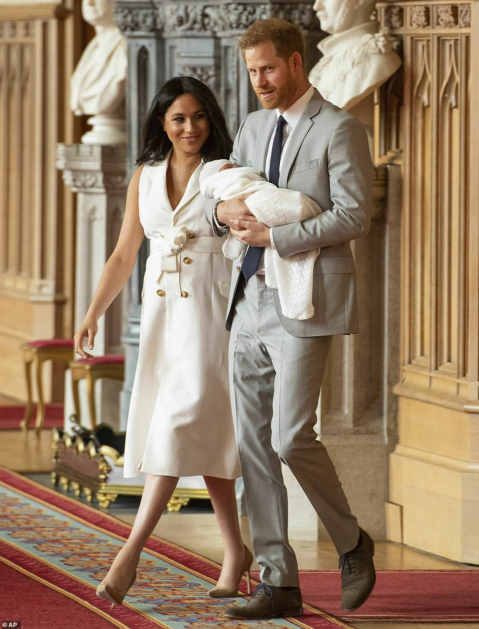 FIRST PHOTOS OF MEGHAN, HARRY AND BABY SUSSEX